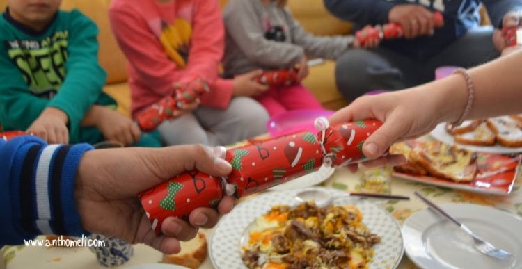 χριστουγεννιάτικες οικογενειακές παραδόσεις , christmas crackers