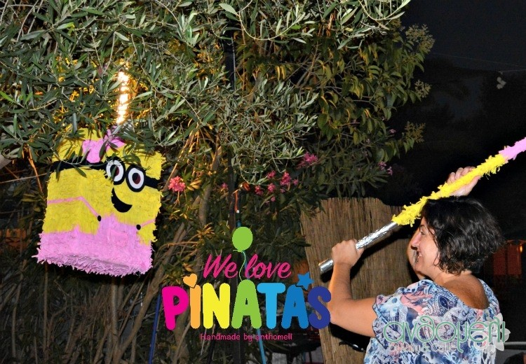 pinata_minion_girl
