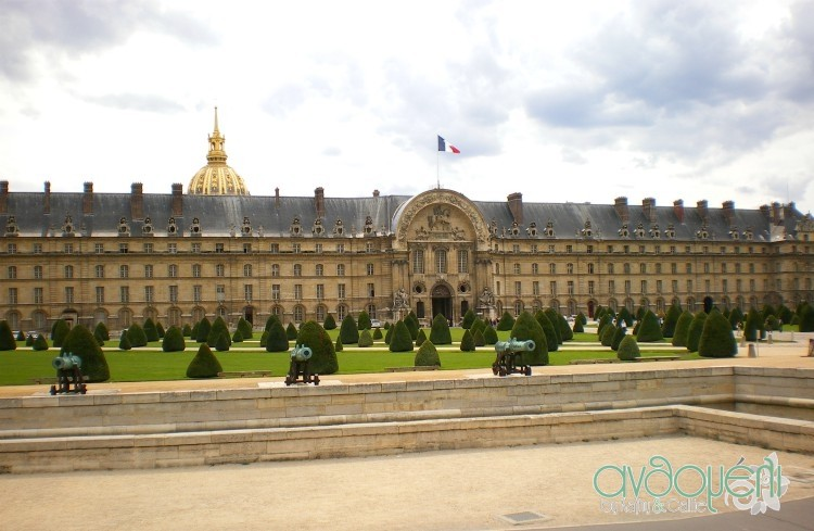 Polemiko_Mousio_Parisi