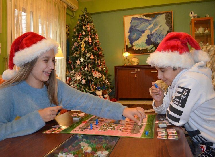 χριστουγεννιάτικες οικογενειακές παραδόσεις , παιχνίδια