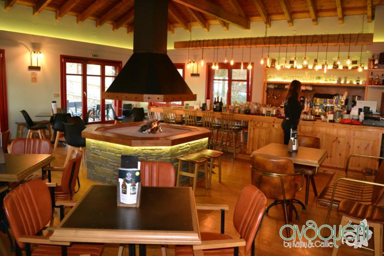 Διαμονή στο Rouista Tzoumerka Resort στην Ήπειρο, τραπεζαρία