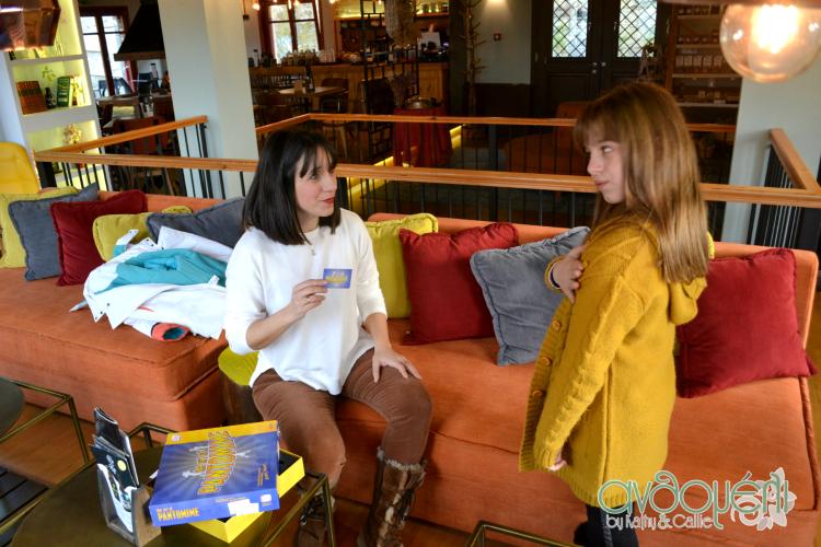 Διαμονή στο Rouista Tzoumerka Resort στην Ήπειρο, σαλόνι