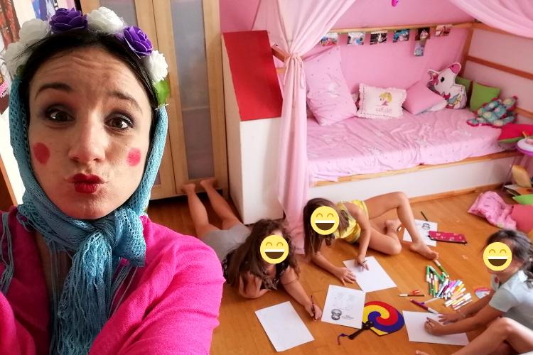 Το γνωρίζω τον κόσμο παίζοντας είναι ένα αυτοσχέδιο παιχνίδι που μαθαίνει στα παιδιά για τη Ρωσία μέσα από διάφορες ευχάριστες δραστηριότητες.
