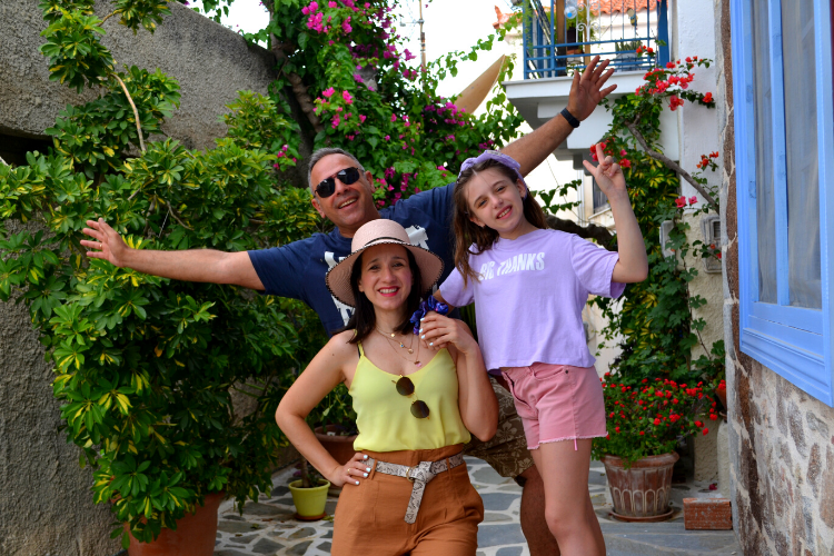 Καλοκαιρινές διακοπές με το ιστιοφόρο με τα παιδιά. Τα ιστιοπλοϊκό του www.kavas.com στην Ύδρα, στον Πόρο και στις Σπέτσες