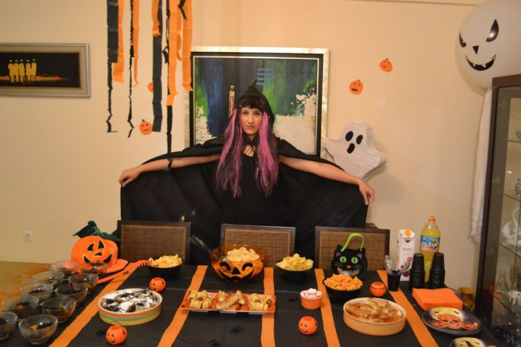 Halloween πάρτυ, η μαμά μάγισσα