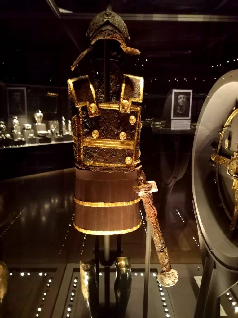 Στο Μουσείο των Βασιλικών Τάφων της Βεργίνας, πανοπλία του Φιλίππου Β