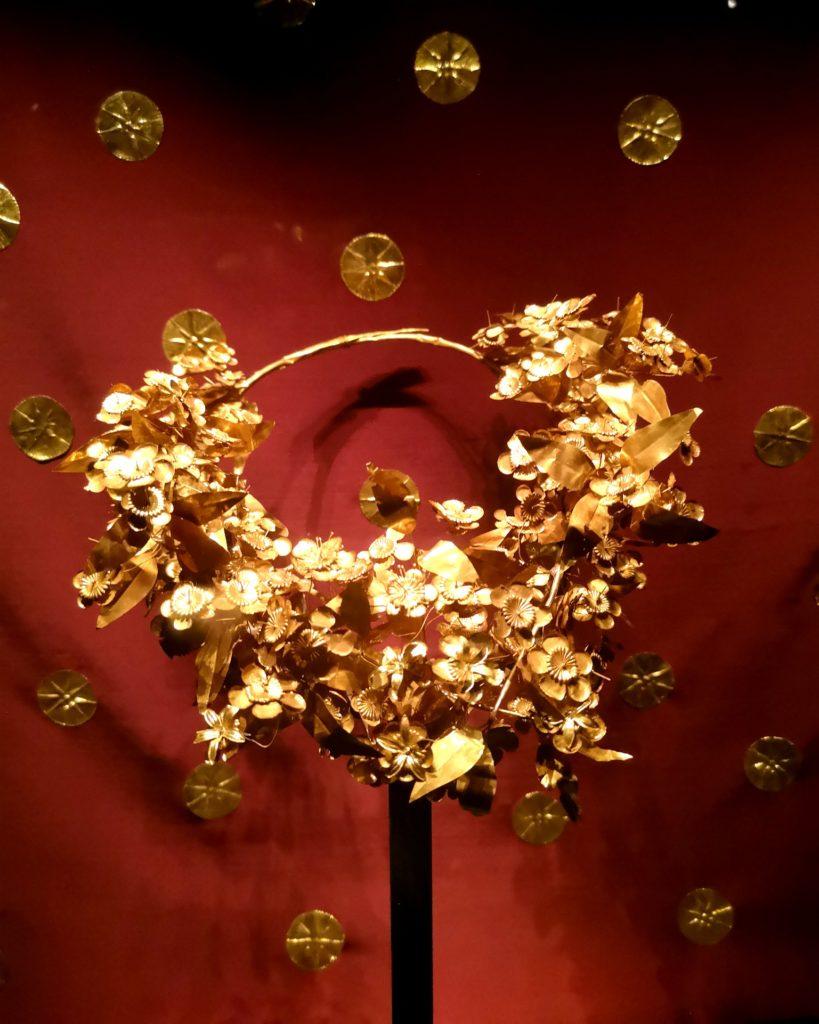 Στο Μουσείο των Βασιλικών Τάφων της Βεργίνας, χρυσό στεφάνι
