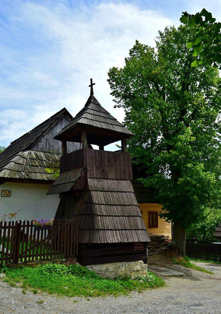 Σλοβακία Βλκόλινετς (Vlkolinec), ένα χωριό υπαίθριο μουσείο, ξύλινο καμπαναριό