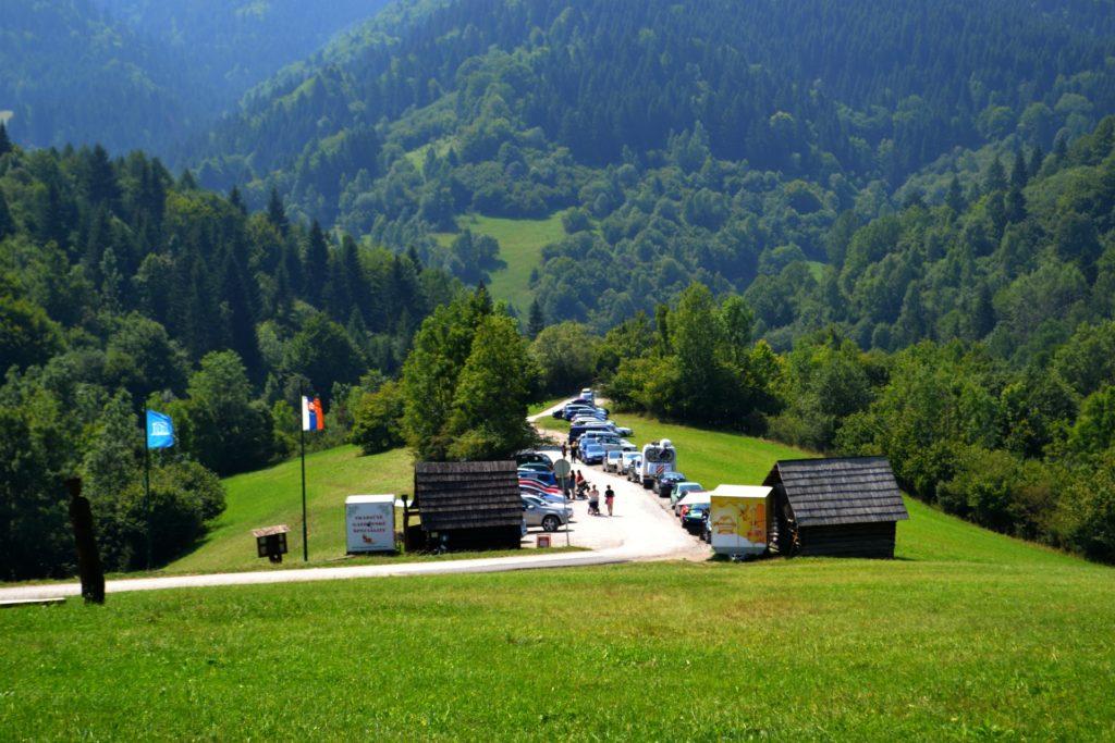 Σλοβακία Βλκόλινετς (Vlkolinec), ένα χωριό υπαίθριο μουσείο, παρκινγκ
