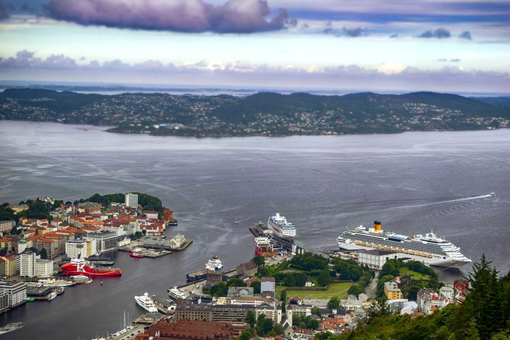 Tαξίδι στο Μπέργκεν, στους καταρράκτες και στα φιορδ της Νορβηγίας. Αξιοθέατα στην πόλη Μπέργκεν. Το λιμάνι του Μπέργκεν.