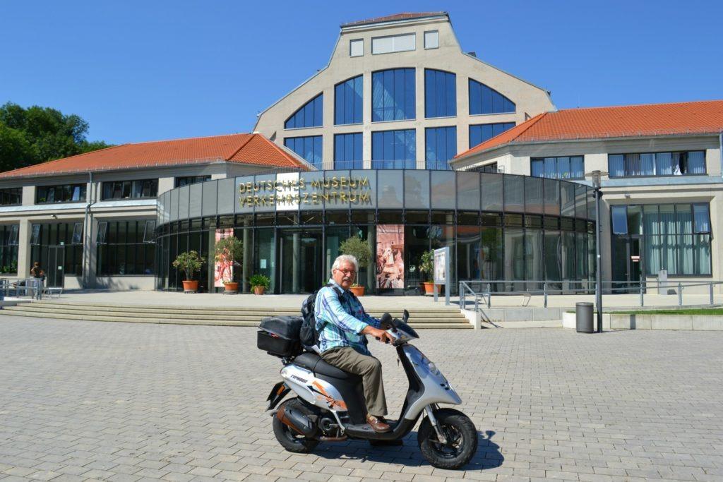 Η προετοιμασία ενός οδικού ταξιδιού στην Ευρώπη. Τεχνικό μουσείο του Μονάχου.