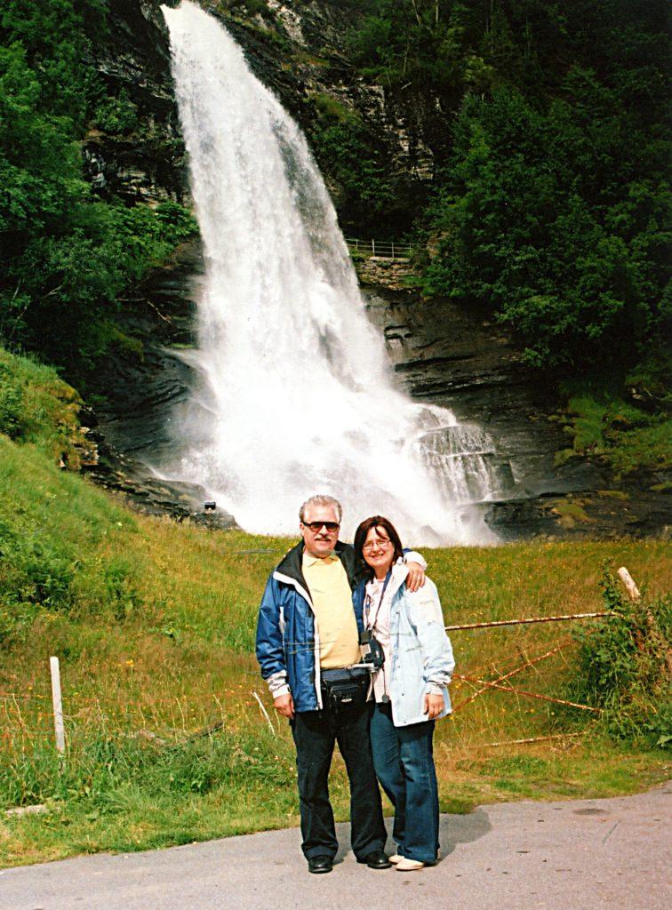 Tαξίδι στο Μπέργκεν, στους καταρράκτες και στα φιορδ της Νορβηγίας. Καταρράκτης Steinsdalsfossen.