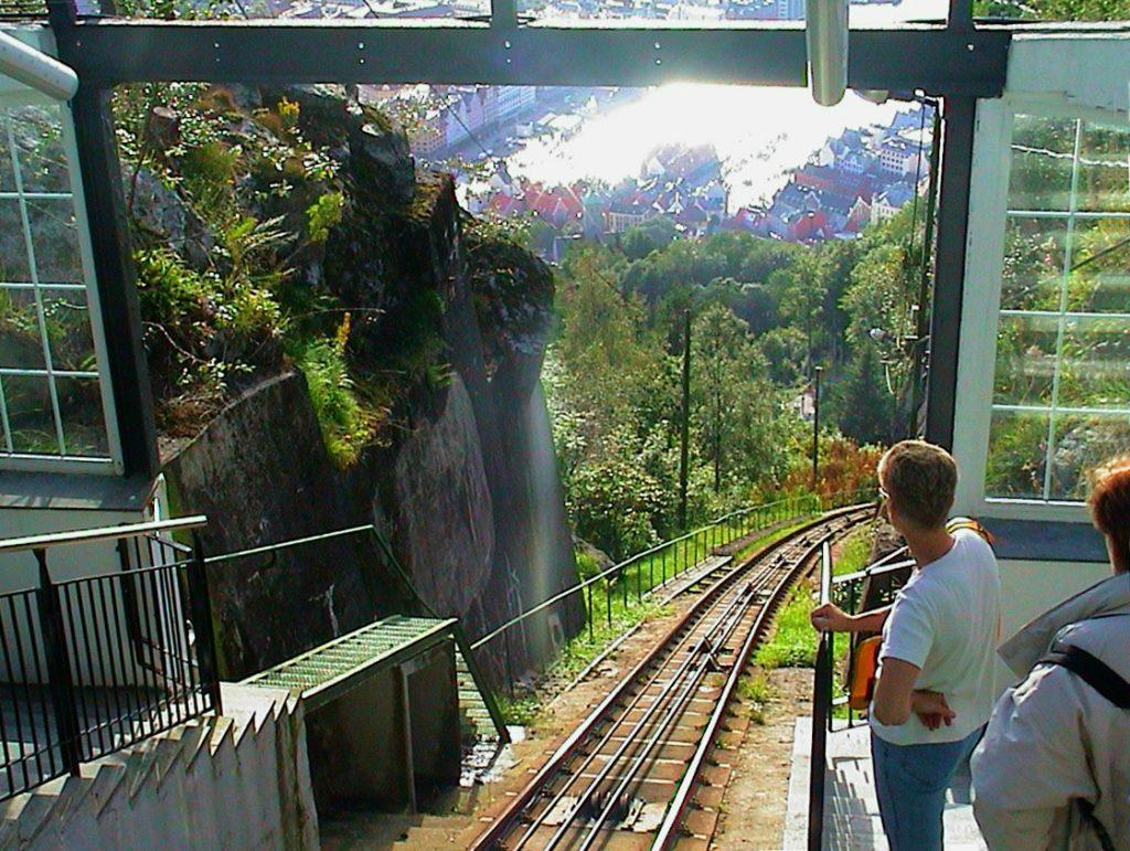 Tαξίδι στο Μπέργκεν, στους καταρράκτες και στα φιορδ της Νορβηγίας. Αξιοθέατα στην πόλη Μπέργκεν. Οδοντωτός στο λόφο Φλόιγεν (Floyen).