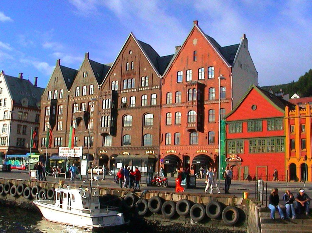 Tαξίδι στο Μπέργκεν, στους καταρράκτες και στα φιορδ της Νορβηγίας. Αξιοθέατα στην πόλη Μπέργκεν. Συνοικία Μπρίγκεν