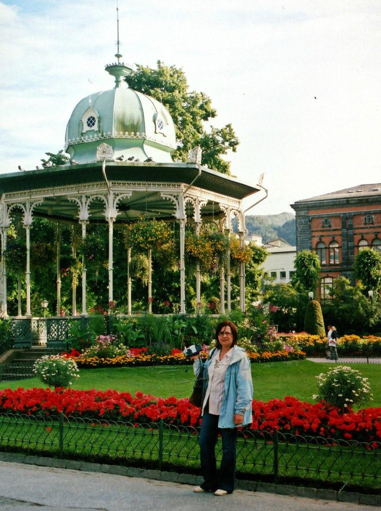 Tαξίδι στο Μπέργκεν, στους καταρράκτες και στα φιορδ της Νορβηγίας. Αξιοθέατα στην πόλη Μπέργκεν. Πάρκο Byparken στο Μπέργκεν.