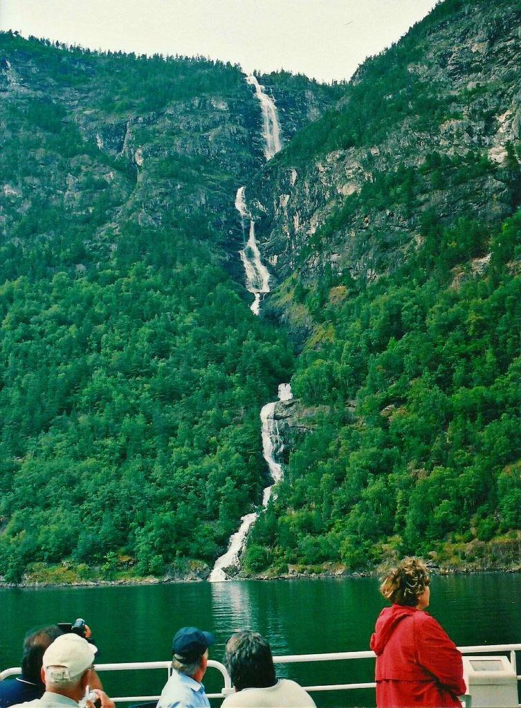 Ταξίδι στο Μπέργκεν, στους καταρράκτες και στα φιόρδ της Νορβηγίας. Κρουαζιέρα στα φιόρδ της Νορβηγίας.