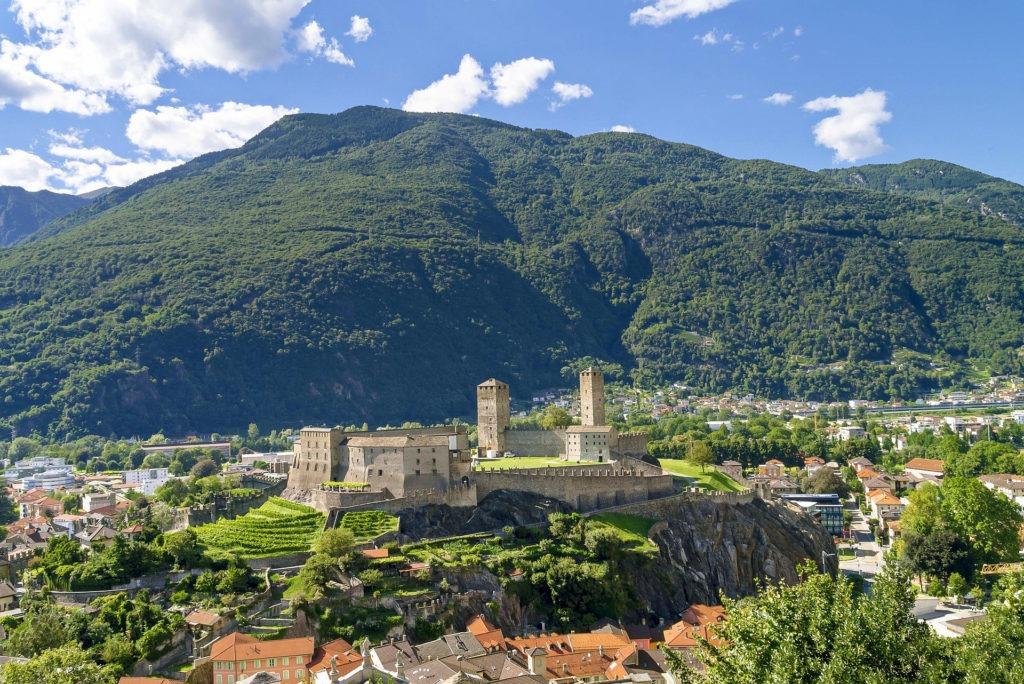 Το Λουγκάνο και η σήραγγα Gotthard road tunnel στην Ελβετία. Τα Κάστρα της Bellinzona