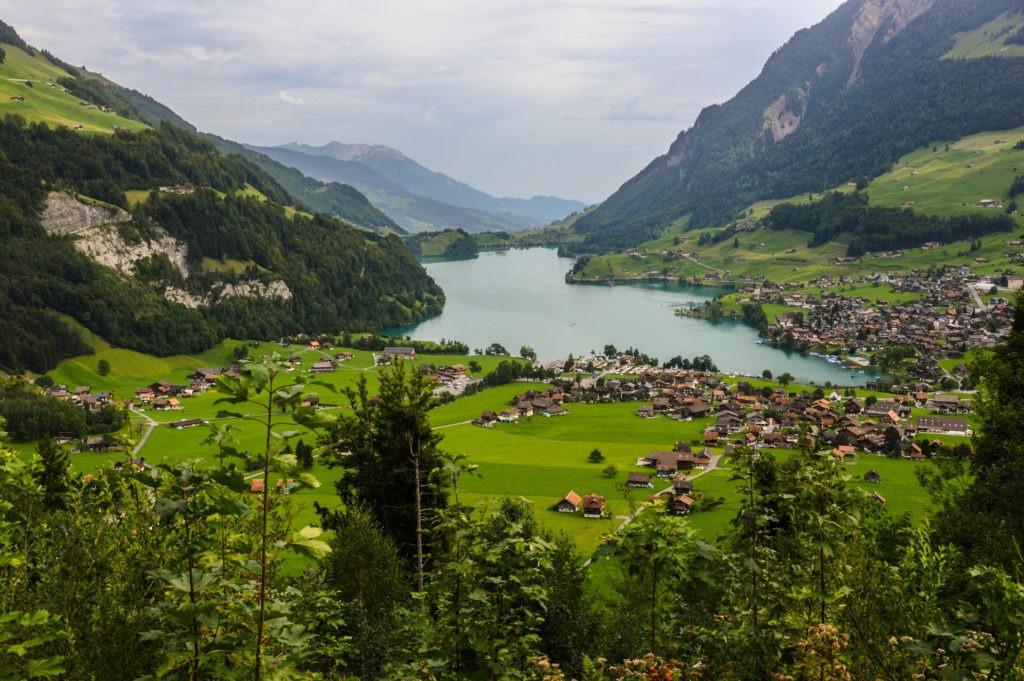 Το Λουγκάνο και η σήραγγα Gotthard road tunnel στην Ελβετία. Η περιοχή Ticino της Ελβετίας