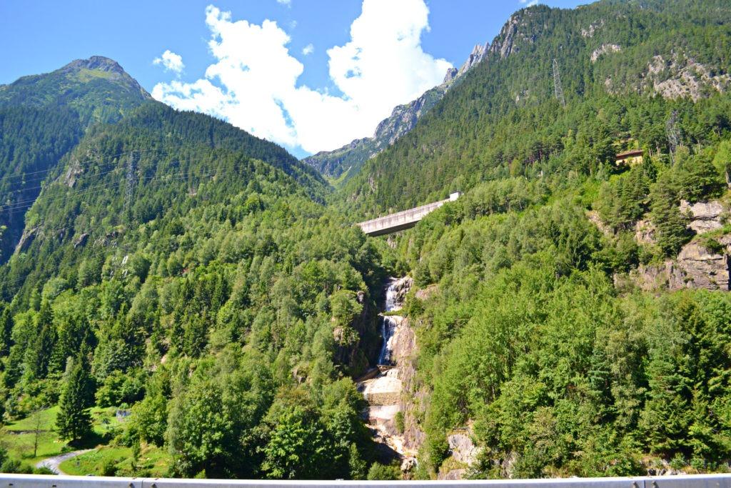 Το Λουγκάνο και η σήραγγα Gotthard road tunnel στην Ελβετία.