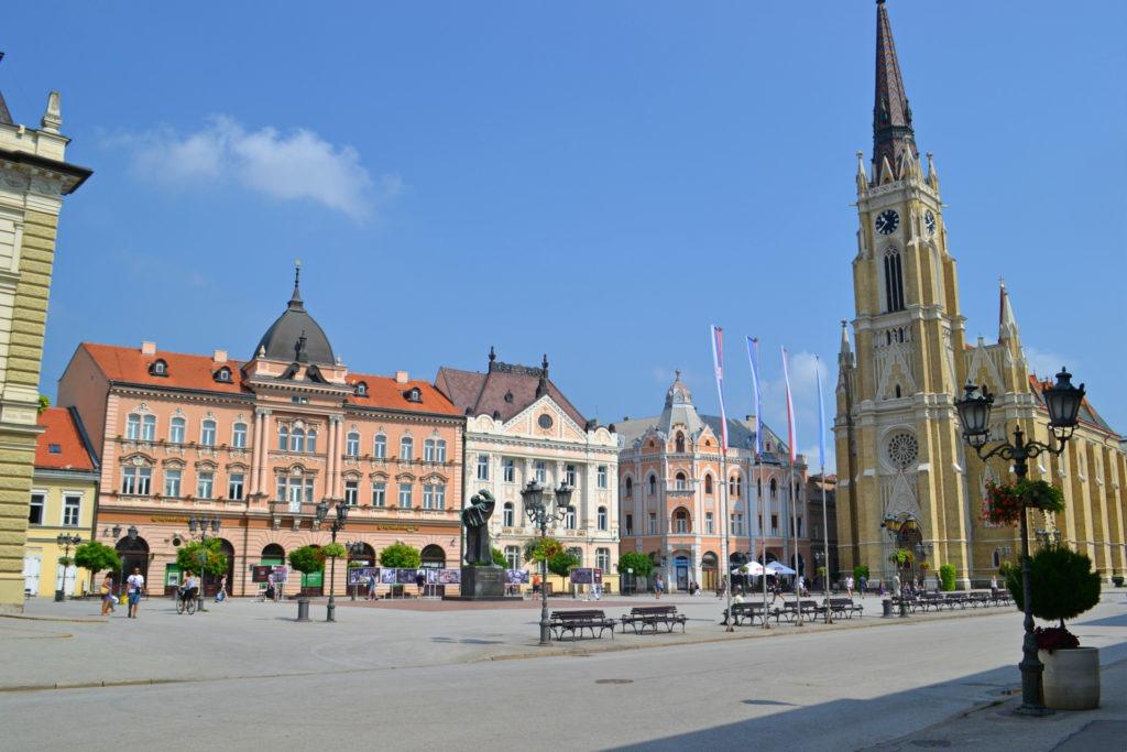Δυο μέρες στο Νόβι Σαντ της Σερβίας. Πλατεία Ελευθερίας. Πλατεία Ελευθερίας-Δημαρχείο