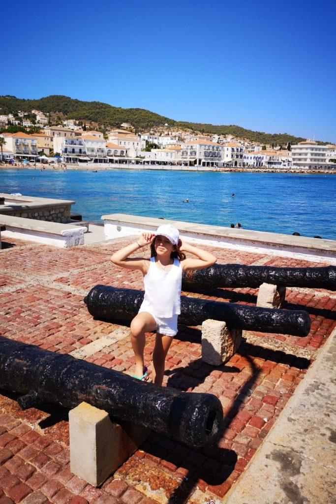 Τα παιδιά ταξιδεύουν στην Ελλάδα - Σπέτσες