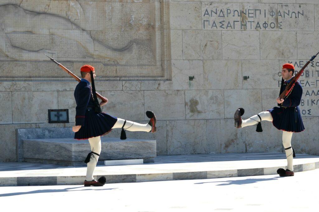Μια ολοήμερη περιήγηση στην Αθήνα Εύζωνοι