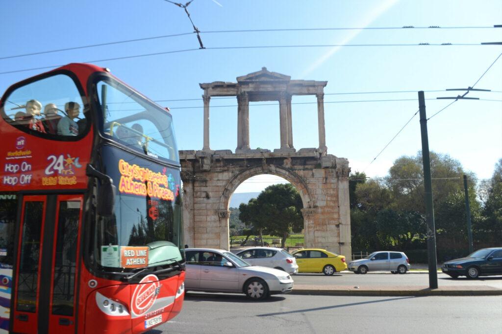 Μια ολοήμερη περιήγηση στην Αθήνα. Hop on - hop off