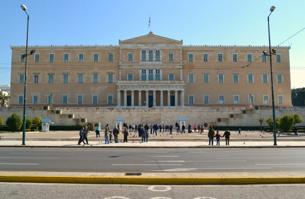 Μια ολοήμερη περιήγηση στην Αθήνα. Η Βουλή των Ελλήνων