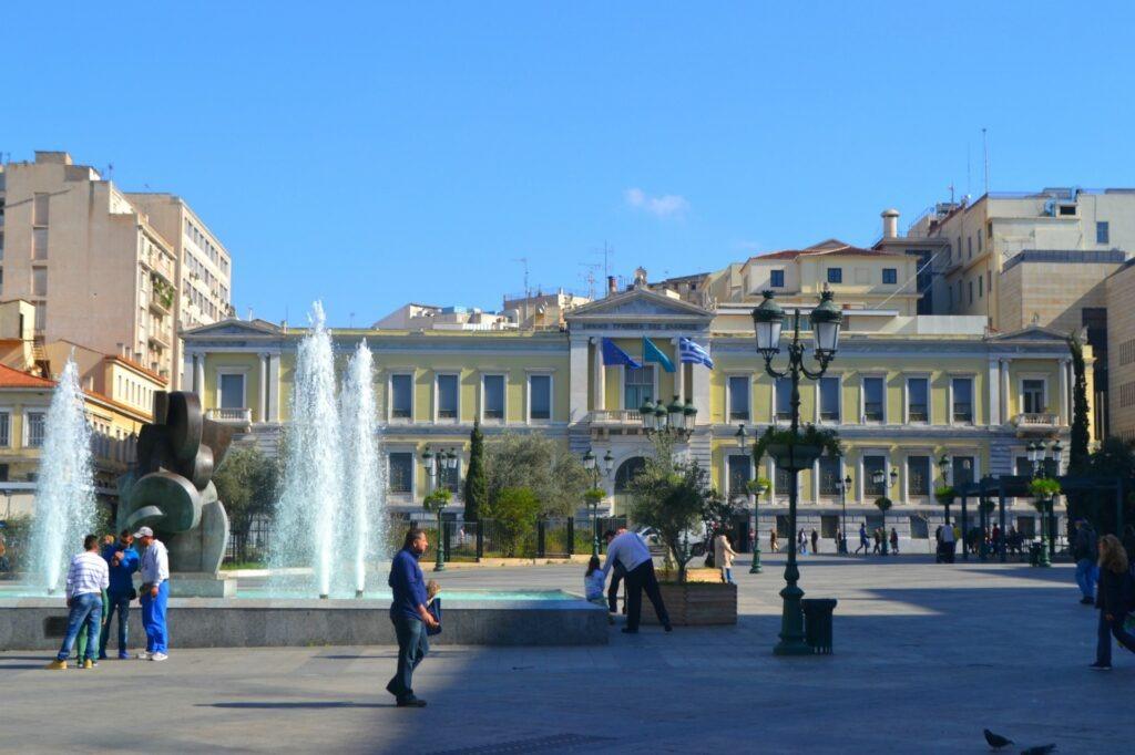 Μια ολοήμερη περιήγηση στην Αθήνα. Δημαρχείο. Πλατεία Κοτζιά