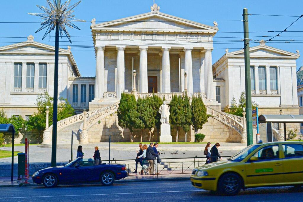 Μια ολοήμερη περιήγηση στην Αθήνα, Η Βιβλιοθήκη