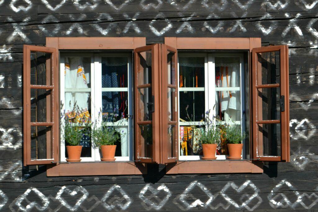 Σλοβακία, Τσιτσμάνι (Cicmany), το χωριό με τα ζωγραφιστά ξύλινα σπίτια