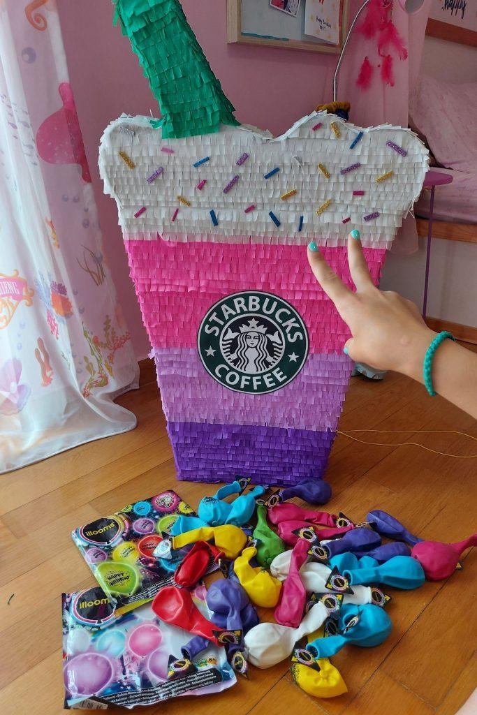 Πινιάτα Starbucks από το We Love Pinatas για τα γενέθλια της Μελίτας