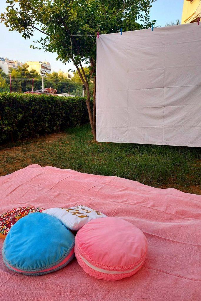 Θερινό σινεμά στον κήπο μας