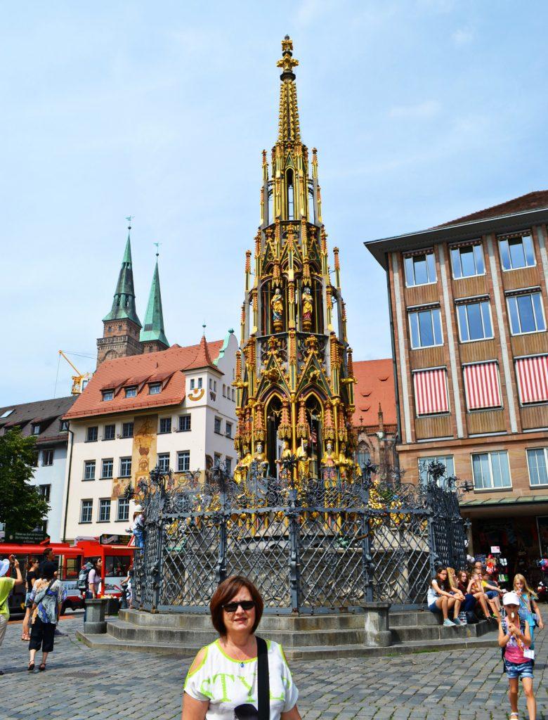 Νυρεμβέργη: Ξενάγηση στα αξιοθέατα της γερμανικής πόλης. Schöner Brunnen