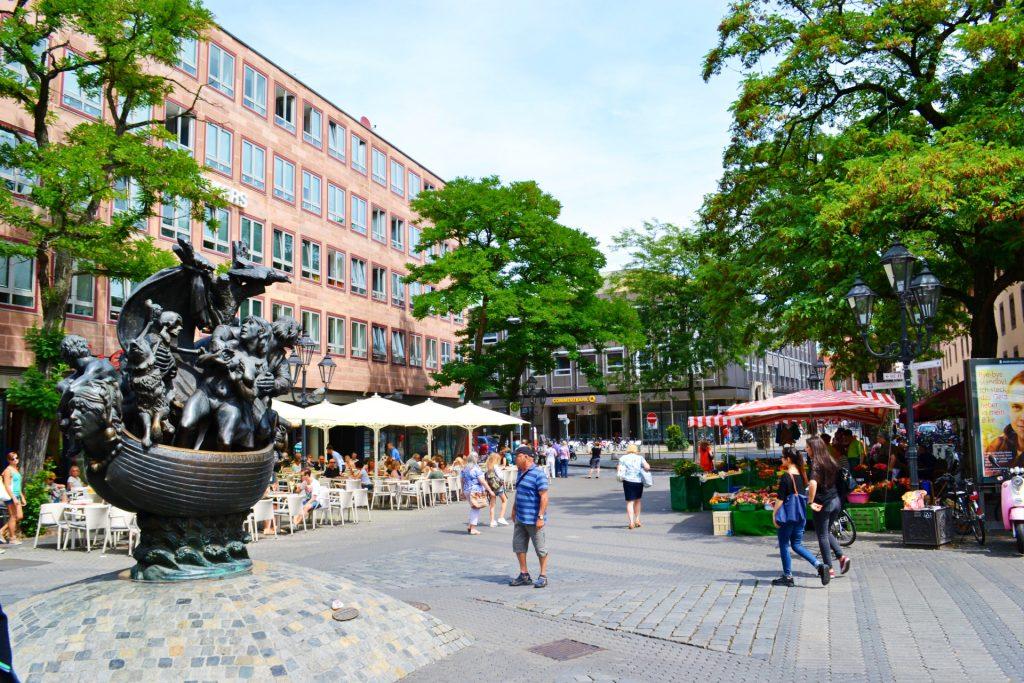 Νυρεμβέργη: Ξενάγηση στα αξιοθέατα της γερμανικής πόλης. Narrenschiffbrunnen, το Πλοίο των Τρελλών