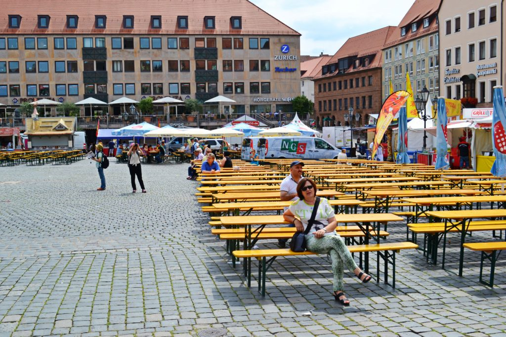 Νυρεμβέργη: Ξενάγηση στα αξιοθέατα της γερμανικής πόλης. πλατεία Hauptmarkt
